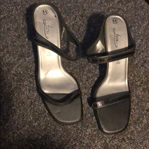 Used shoes by fioni size 11